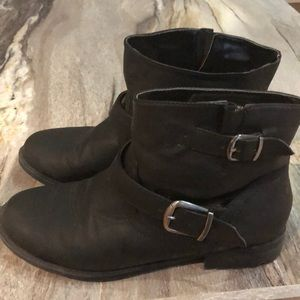 American Eagle booties with fleece lining